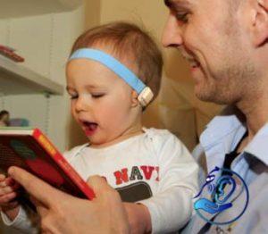 نحوه بستن سمعک استخوانی برای کودک